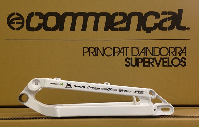 REAR TRIANGLE META 5 TEAM WHITE  W/HANGERS 2010